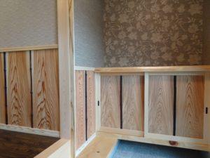 深みのある色の竹は、建て替え前の茅葺家屋の屋根裏にあった、長年燻されたすす竹を再利用しました!