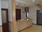 居間とキッチンが一体化しているので、全体が見回せます。