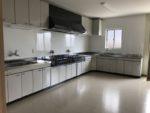 公民館 広いキッチンに収納もあり動線もバッチリです。