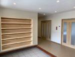 公民館  収納たっぷりの靴棚と広々とした玄関で 車椅子にも対応しています。