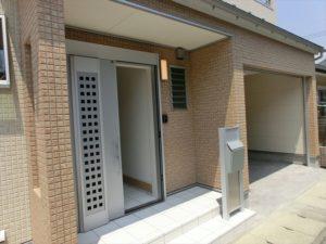 👈第2弾:玄関の横にビルトインガレージ!!