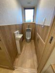2019.12男性用トイレです。グレーの便器も良いですね。